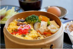 蒸しちらし寿司とお惣菜の和風モーニング